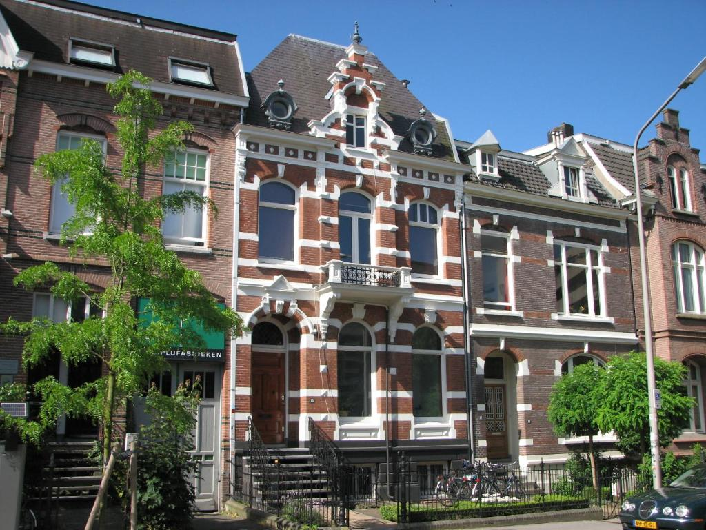 The building where the bed & breakfast is located