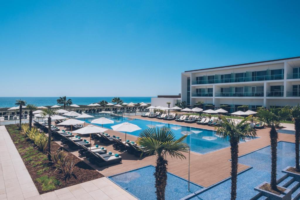 A piscina em ou perto de Iberostar Selection Lagos Algarve