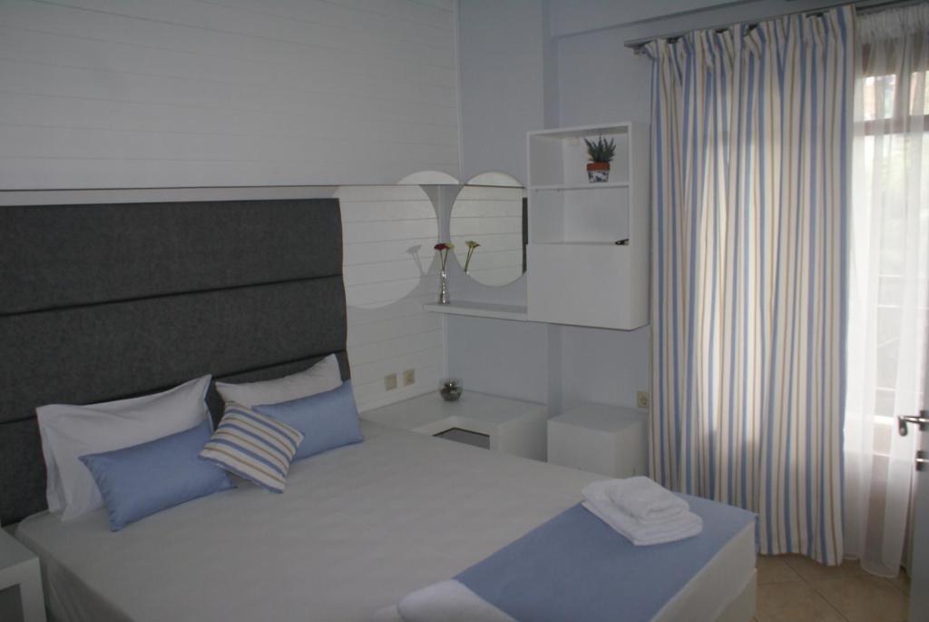 Ένα ή περισσότερα κρεβάτια σε δωμάτιο στο Nostos Rooms Ammouliani
