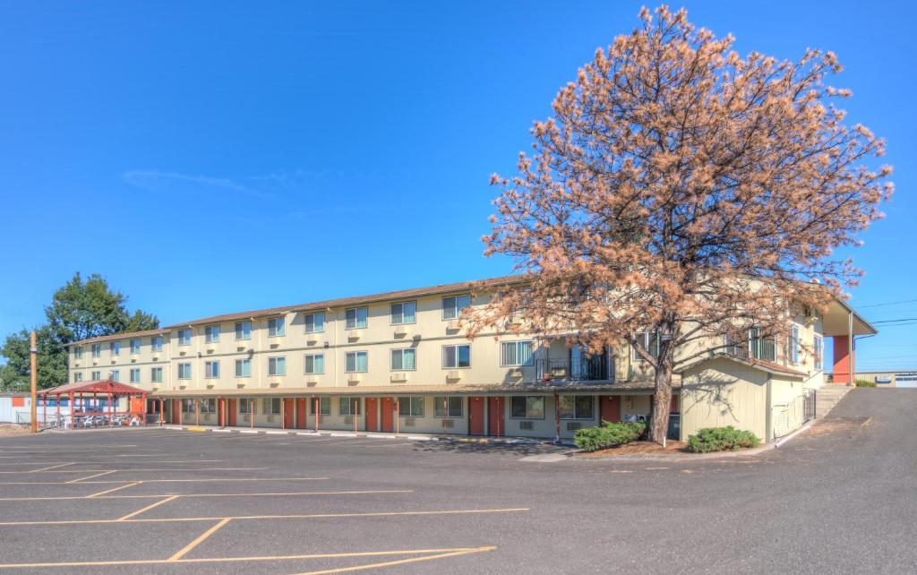 Redmond Inn.