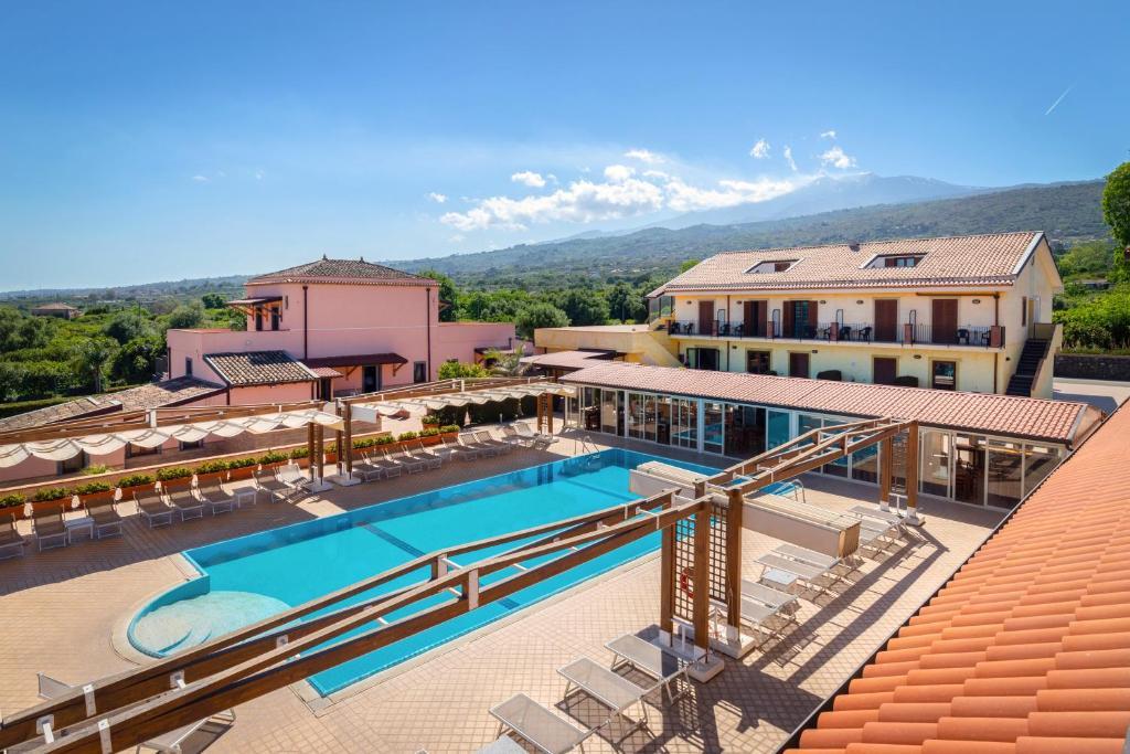 Uitzicht op het zwembad bij La Terra Dei Sogni Country Hotel of in de buurt