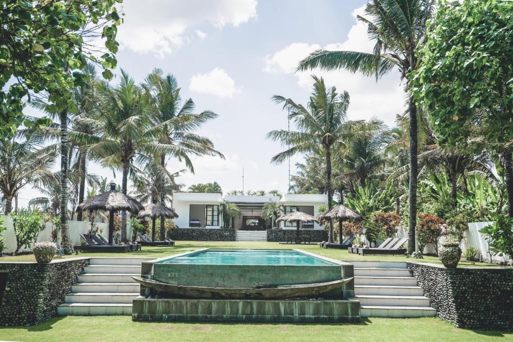 The swimming pool at or near Villa Paradise Beach