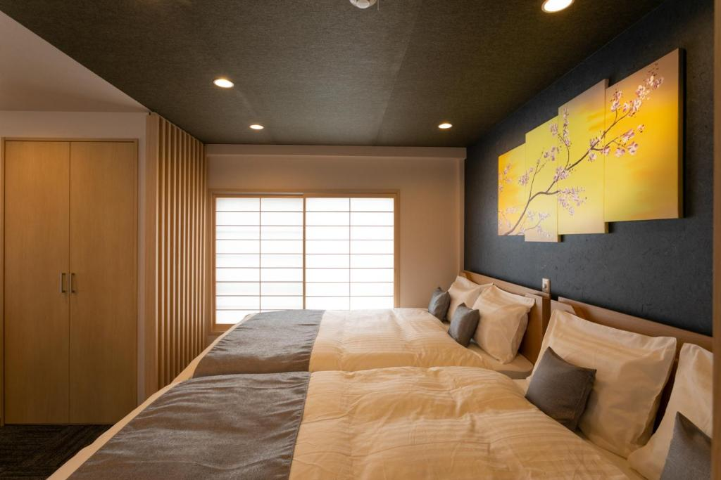 A bed or beds in a room at Sakura Stay Yoga 301