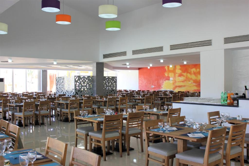Un restaurante o sitio para comer en Barceló Solymar - All Inclusive