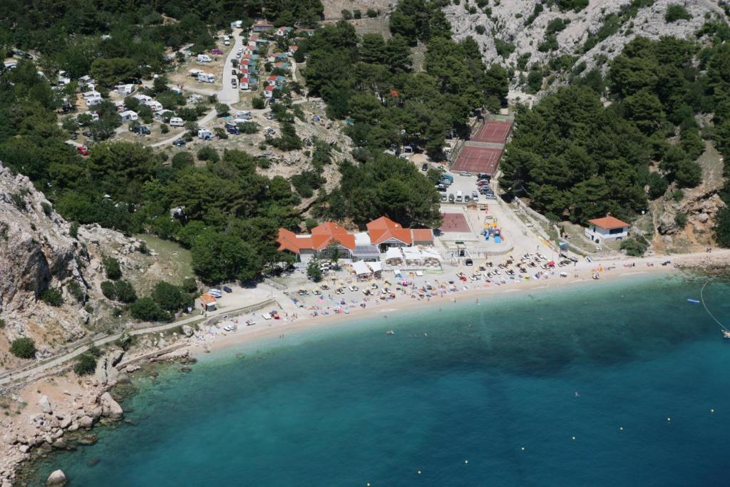 Een luchtfoto van FKK Bunculuka Camping Resort by Valamar
