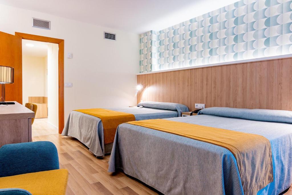Hotel Peñiscola Plaza Suites (España Peñíscola) - Booking.com