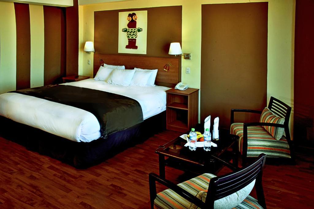 Ein Bett oder Betten in einem Zimmer der Unterkunft Intiqa Hotel