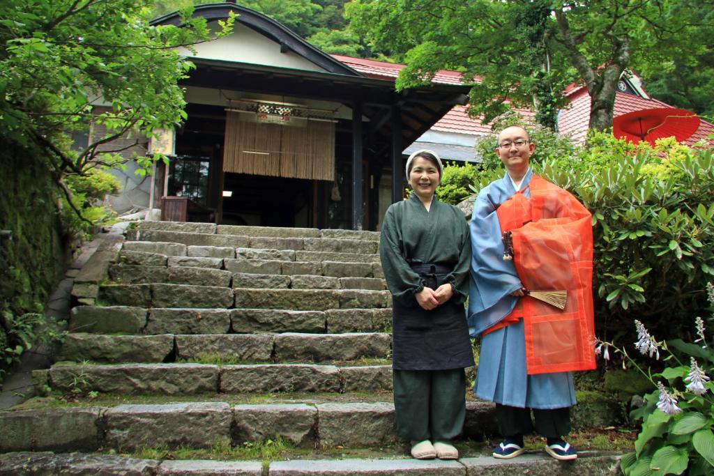 Children staying at Shukubo Kansho-in Temple Sanrakuso