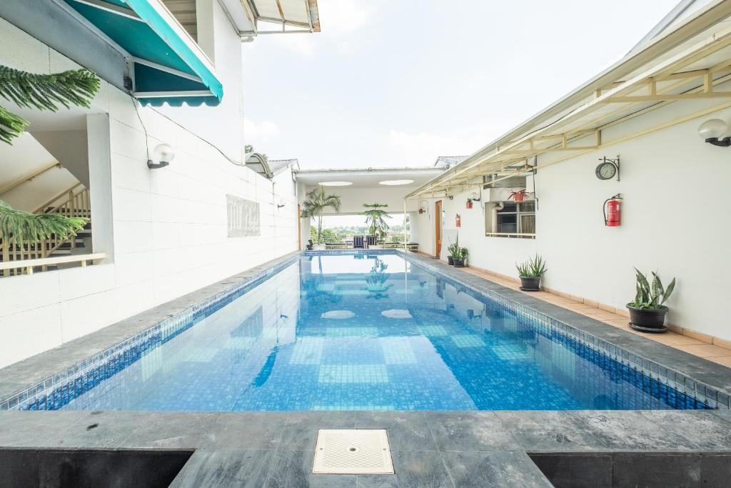 The swimming pool at or close to OYO 818 Micasa Residence
