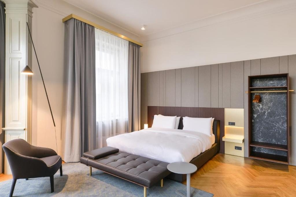 A bed or beds in a room at Dependance Golden Crown