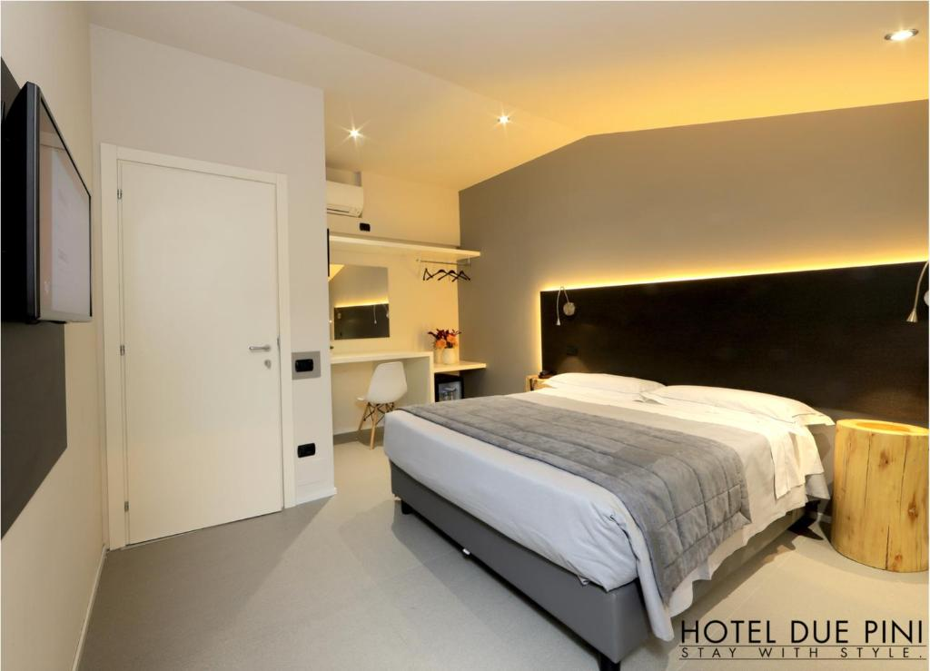 A bed or beds in a room at Hotel Due Pini