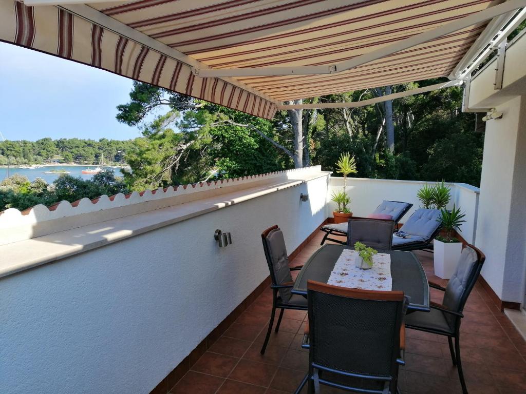 A balcony or terrace at Apartment Markorcula