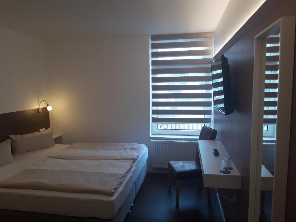 Ein Bett oder Betten in einem Zimmer der Unterkunft Hotel Weinert