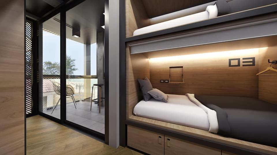Sleep Box Patong Hostelにあるベッド