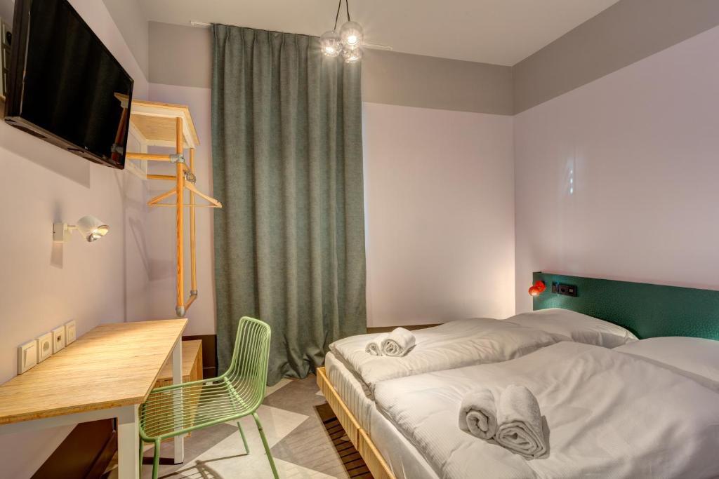 Ein Bett oder Betten in einem Zimmer der Unterkunft MEININGER Hotel Paris Porte de Vincennes