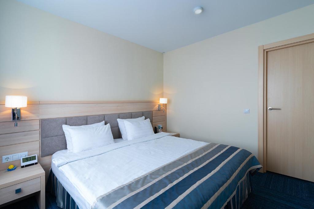 Кровать или кровати в номере Конгресс-отель «Экватор»