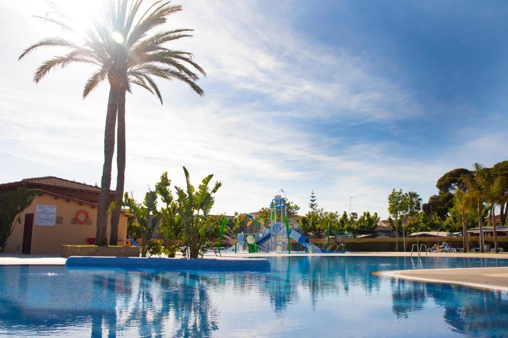 The swimming pool at or near Camping La Llosa
