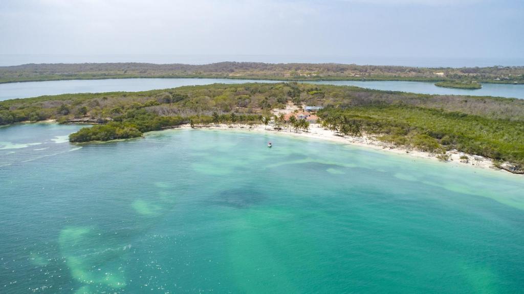 Una vista aérea de Hotel Agua Azul Beach Resort