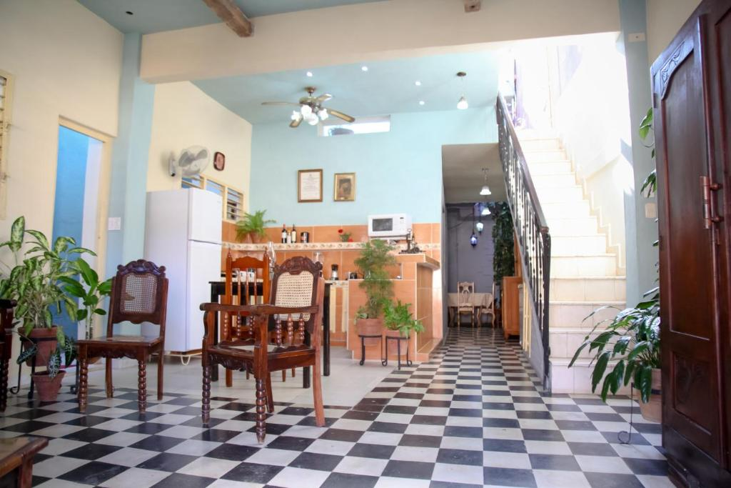 A restaurant or other place to eat at Hostal Cecilia A&D