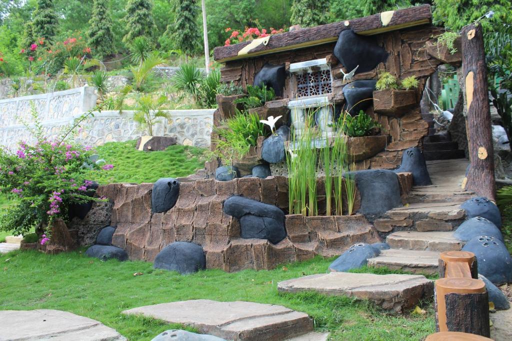 Ein Garten an der Unterkunft Hotel Green Prundi