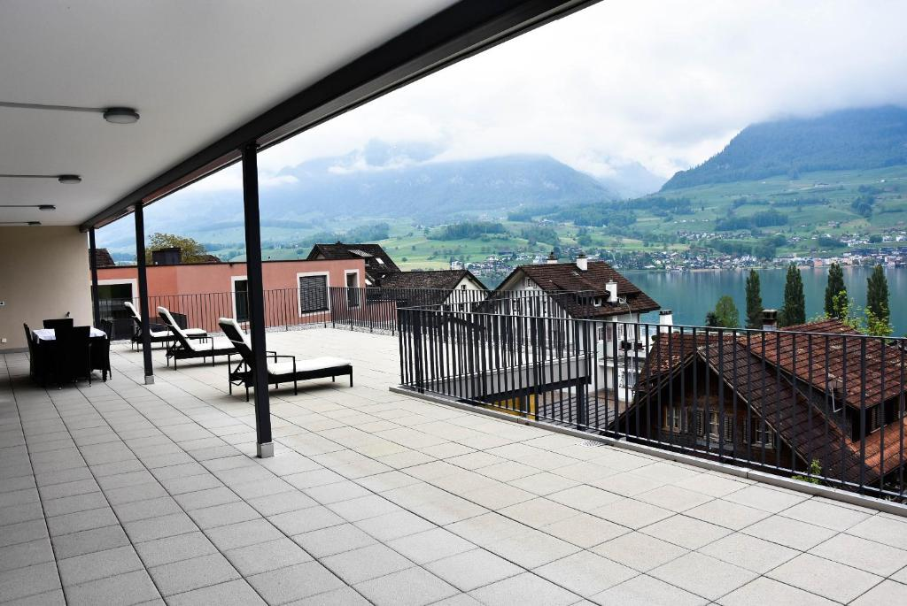 Villa with great lake and mountain view