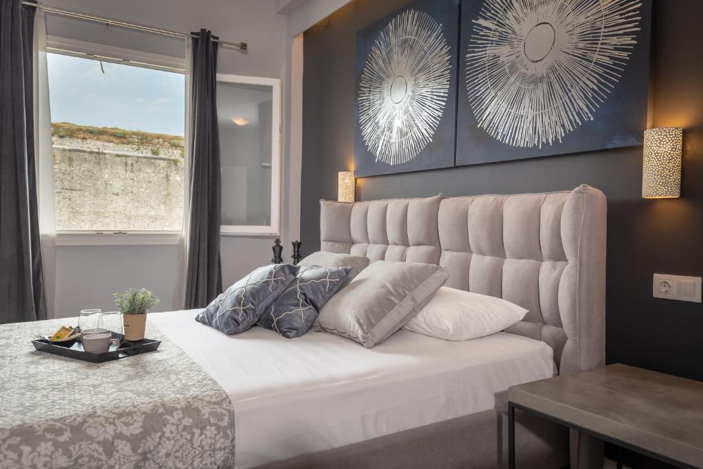 Łóżko lub łóżka w pokoju w obiekcie Ionian City
