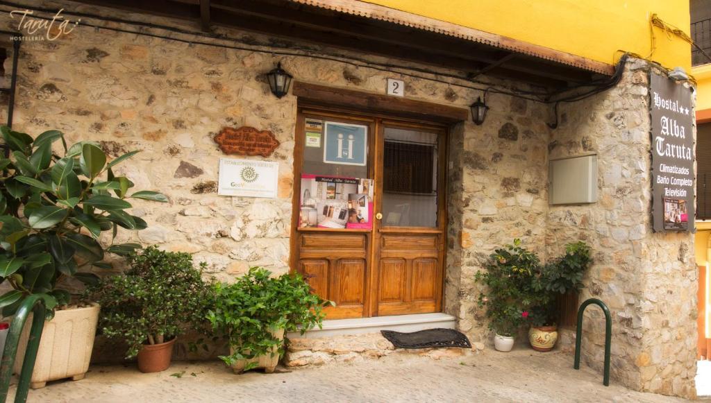 Fachada o entrada de Hostal Alba Taruta