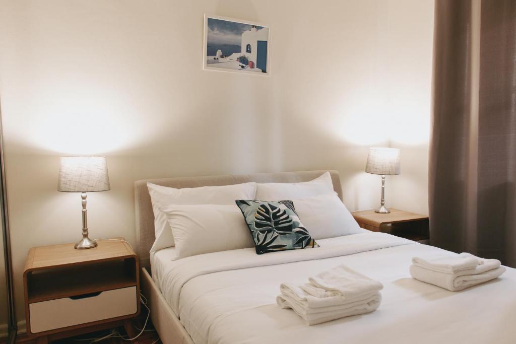 Manly Beach Escape Apartment 객실 침대