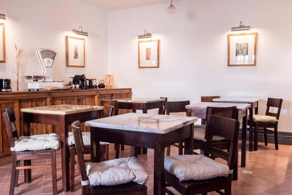 A restaurant or other place to eat at Casa do Lado