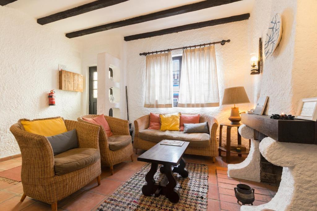 A seating area at Casa Lamelas - Porto Covo