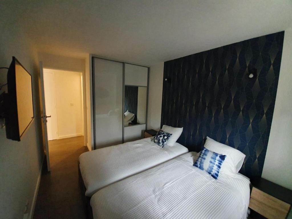 Appartement T2 rénové mobilier neuf dans résidence avec ...