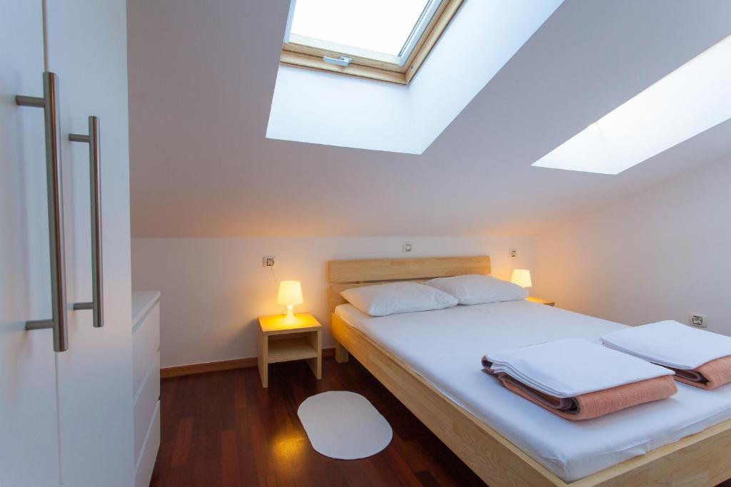 A bed or beds in a room at Bed&breakfast Lucija