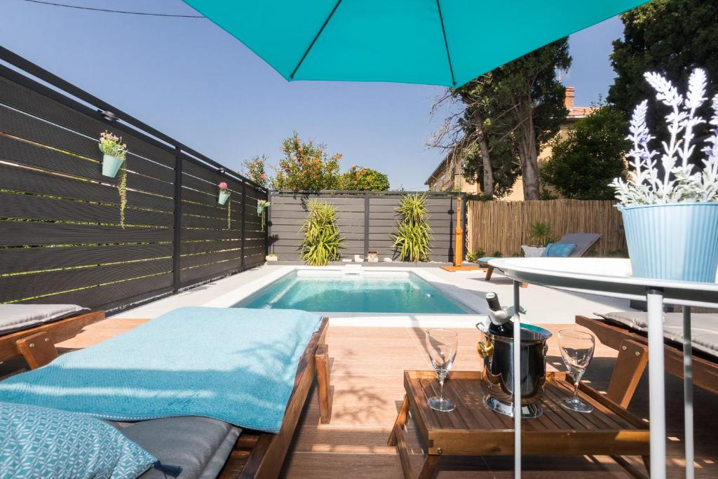 Cozy apartment RoMa with private swimming pool and garden