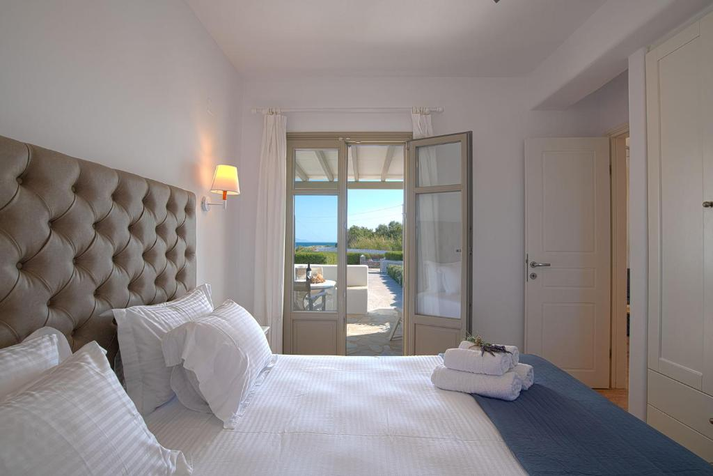 A bed or beds in a room at Golden Sand Paros