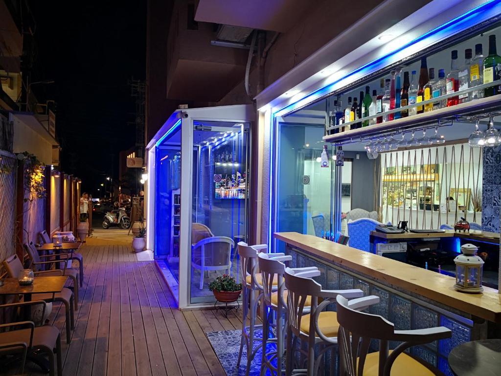 The lounge or bar area at Thalia deco City & Beach Hotel