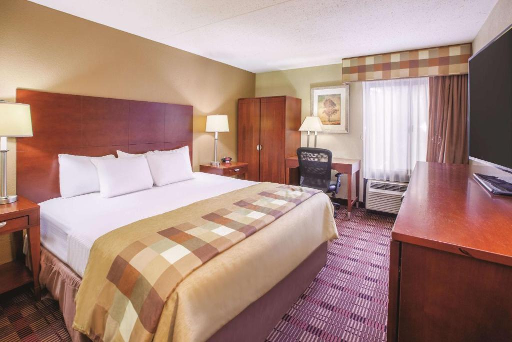 La Quinta Inn & Suites Canton, OH