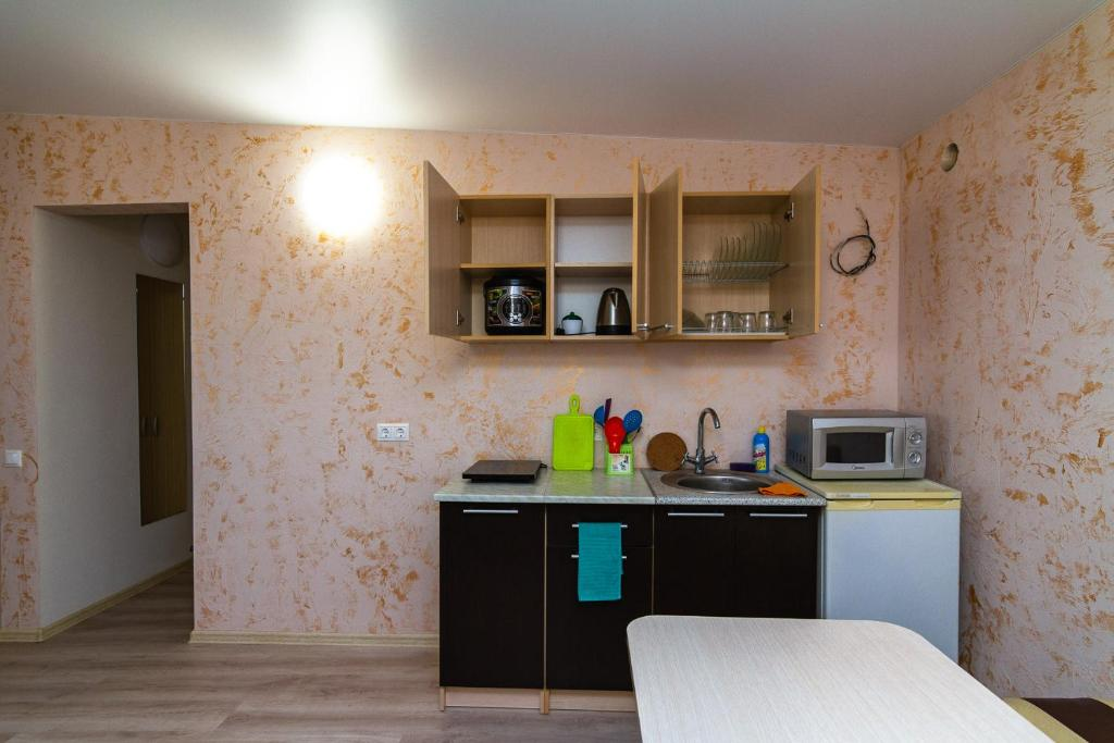 A kitchen or kitchenette at Zhasmin Guest House