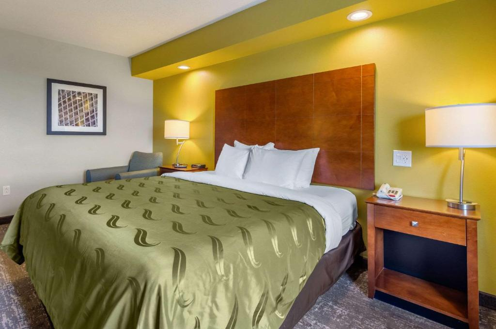 A bed or beds in a room at Quality Inn & Suites Staunton