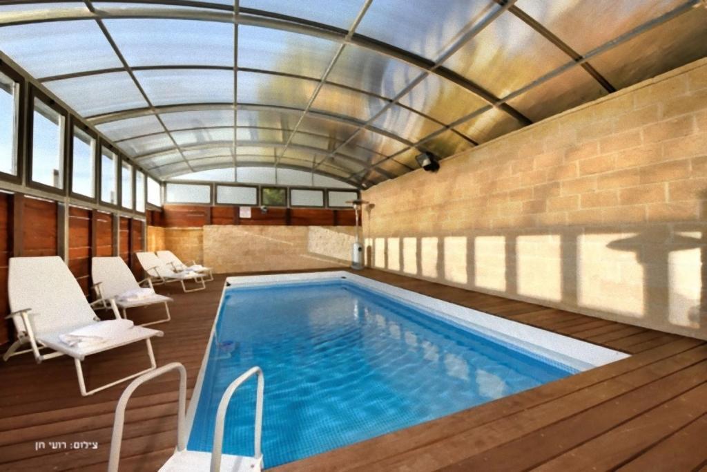 בריכת השחייה שנמצאת ב-The Safed estate - האחוזה הצפתית או באזור