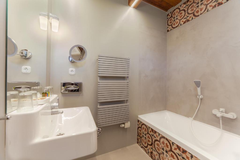 A bathroom at Káli Art Inn