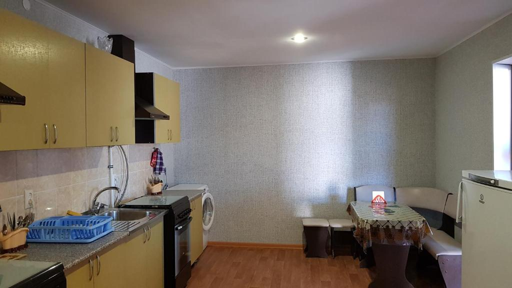 A kitchen or kitchenette at Guest House Azov