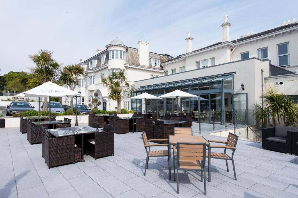 A restaurant or other place to eat at The Headland Hotel & Spa