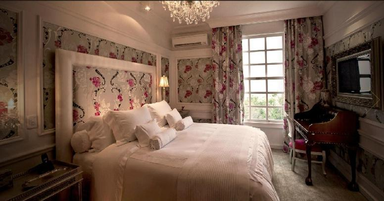 A bed or beds in a room at Hotel Saint Andrews