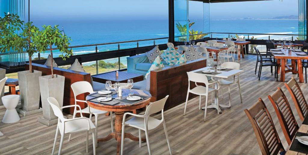 A restaurant or other place to eat at Brenton Haven Beachfront Resort