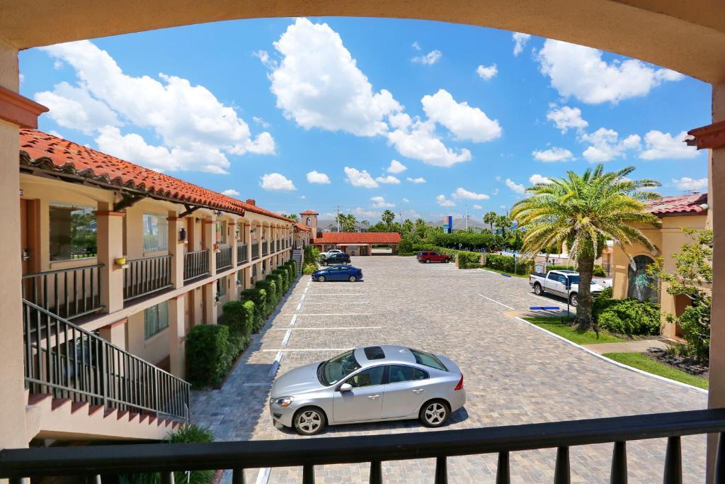 La Fiesta Ocean Inn & Suites
