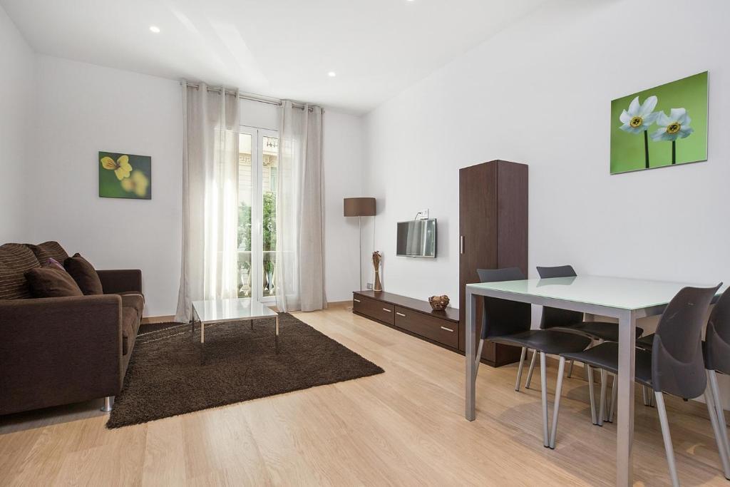 אזור ישיבה ב-Fisa Rentals Gran Via Apartments