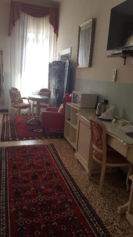 Friendly Venice Suites