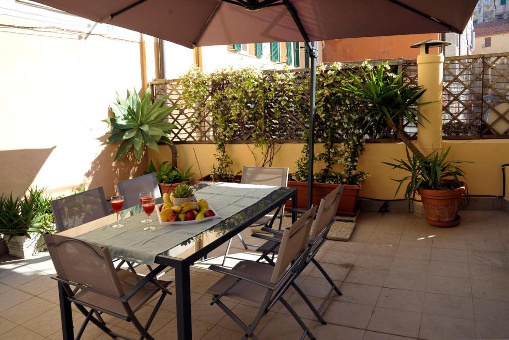 Tavoli Da Giardino Carrefour.Apartment Giardino In Citta Centralissimo Sanremo Italy
