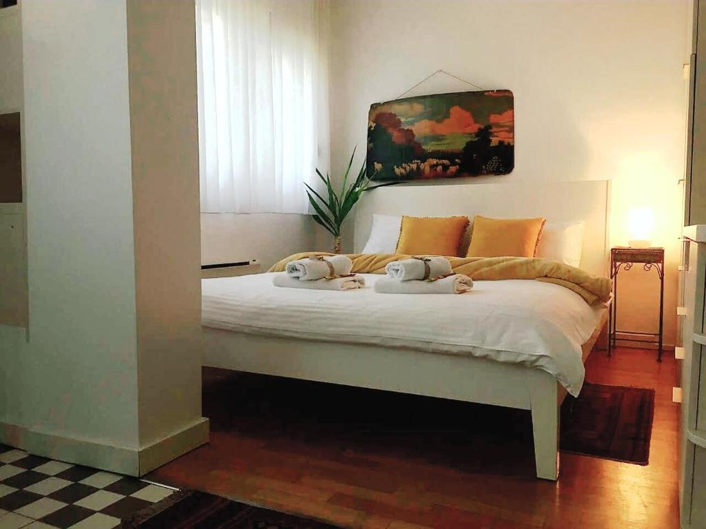 A bed or beds in a room at Apartment Jastuk