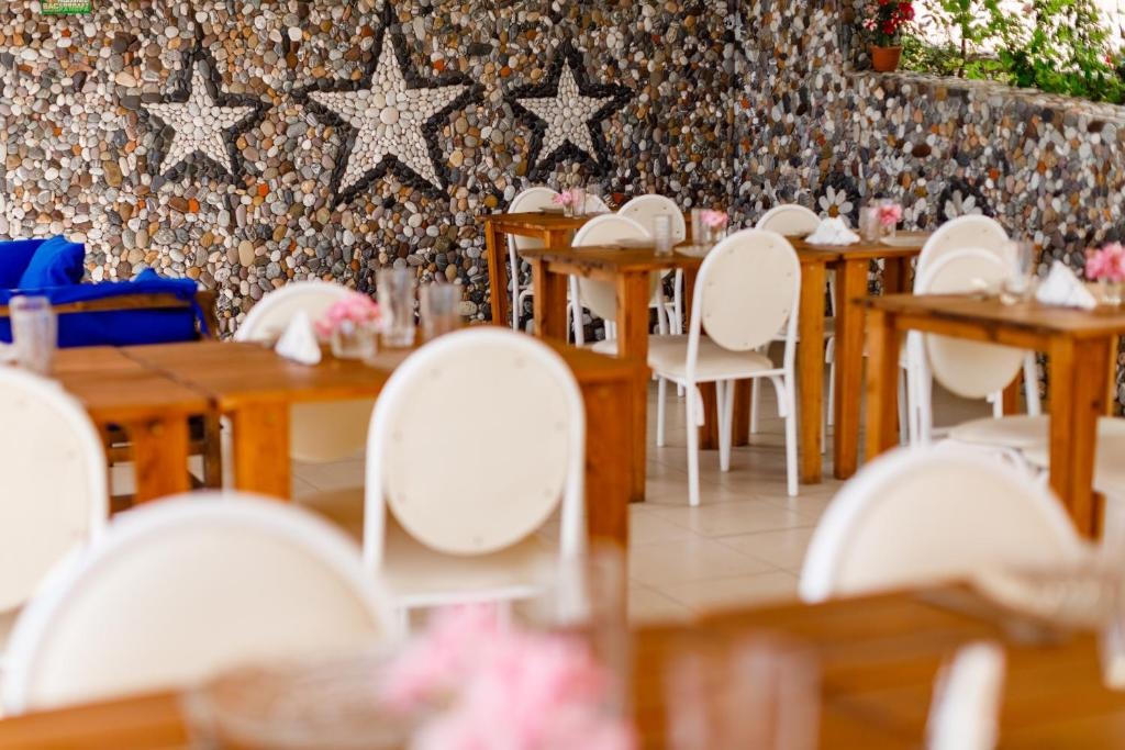 A restaurant or other place to eat at Zvezda